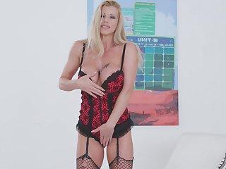 Stunning seductress with big boobs Lara de Santis masturbates wet knock