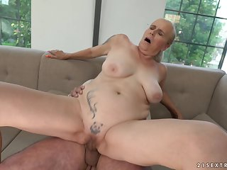 Mature amateur tow-headed Violett gets her mouth cum be full after a fuck