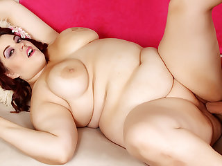 Luscious BBW Chesty Bella Spreads Their way Wings for Tongue increased by Lasting Weasel words