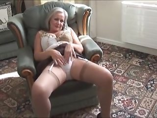 Attractive busty granny in stockings freebooting