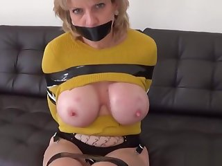 Adulterous british mature lady sonia shows her broad in the beam hooters