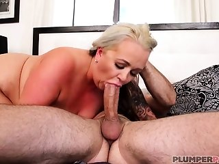 Australian BBW with big boobs gives blowjob
