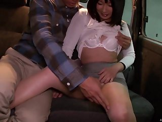 Japanese murky beauty gets a facial in a car after a bonk
