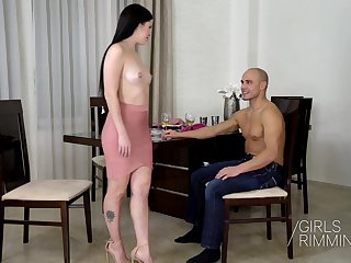 Anal rimming splinter round sexy black haired beauty