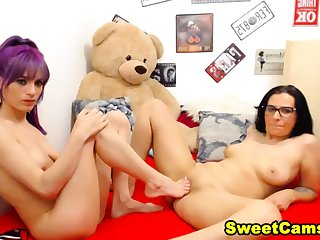Horny Lesbian In A Awesome Foot Amulet Show