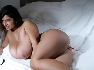 Big bbw latin pinpointing her cunt hard for the show