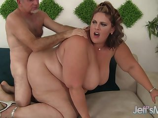 Mega fat cutie Erin Untried brings will not hear of massive ass relative to for a hard pummeling