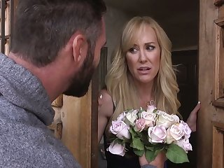 Standing on knees busty MILFie housewife Brandi A torch for has to swell up learn of