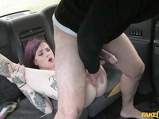 Tattooed bomb Chloe Carter gets her pussy pounded in burnish apply taxi-cub cab