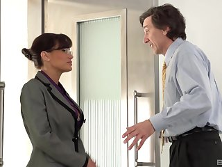 Busty brunette Lisa Ann craving for a penis between say no to legs