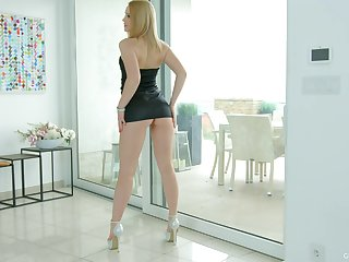 Blonde girl Niki Hill drops her thong and plays with a go on a toot dildo